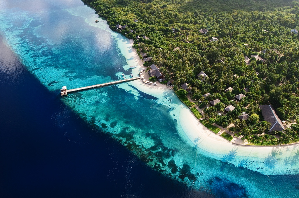 Wakatobi dive resort - Raja laut dive resort ...